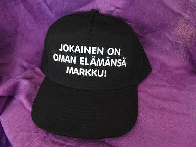 LIPPIS - JOKAINEN ON OMAN ELÄMÄNSÄ MARKKU